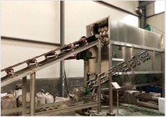 直供200度炭黑自动破袋机,自动卸料机性能好的图片