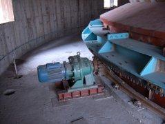 齿条转动环式给煤机的图片