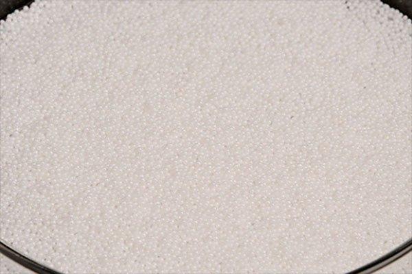 氧化锆陶瓷研磨球的图片