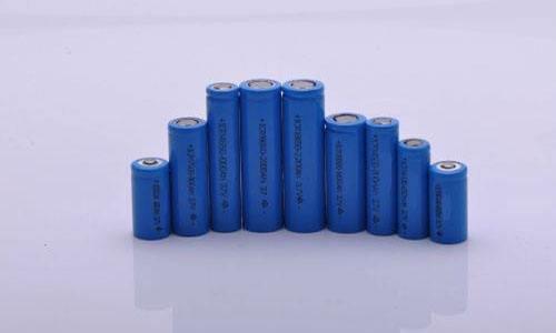 科学家研发新型柔性锂离子电池 可被切割但不会起火