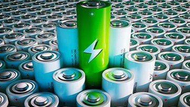 """动力电池界的""""群雄争霸"""""""