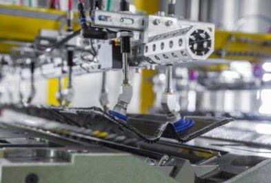 日本开发碳纤维复合材料结构部件 重量仅为钢制构件1/5