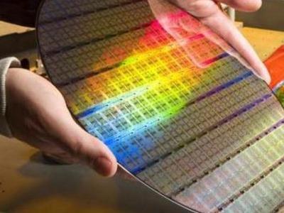 石墨烯芯片迎来突破,芯片国产化有转折?性能是硅基芯片的十倍